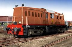 Kleurenstudie NS 2000 (Vriendelijkheid kost geen geld) Tags: whitcomb ns2000 diesel locomotief whitcomp usarmytransportationcorps ns nederlandsespoorwegen ingekleurdezwartwitfoto lokomotive trein train 1945
