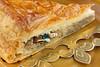 Galette des rois frangipane et fève (Ozerochad) Tags: galettedesrois fève frangipane couronne part épiphanie galette porcelaine fleurdelys pâtefeuilletée feuilletée bois rois roi gâteau amande amandes tarte doré tradition traditionnelle viennoiserie pâtisserie fête chrétienne chrétien dessert présentation assiette chance france