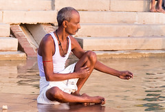 Pêcheur d'espoir   .. Varanasi (geolis06) Tags: geolis06 asia asie inde india uttarpradesh varanasi benares gange ganga ghat inde2017 olympus olympusm75300mmf4867ii pêcheur fisherman ghats