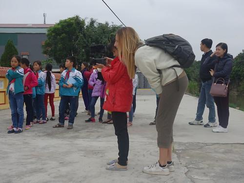 Chacun son tour, les élèves viennent filmer leurs camarades.