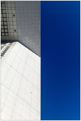 white and blue (Johannes Pe) Tags: paris la defense nanterre leica m9 summicronm 35 iv voigtlaender skopar 25 france