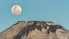 Super luna y crater del volcan Parinacota (Andres Puiggros) Tags: d500 arica chile chucuyo nikon superluna moon super crater volcano volcan