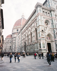 Piazza del Duomo (Taomeister) Tags: florenceitaly fujifilmnpz800 mamiya7 firenze toscana italy it