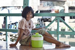pretty preteen girl and her water cooler (the foreign photographer - ฝรั่งถ่) Tags: preteen girl cute khlong thanon portraits bangkhen bangkok thailand nikon d3200