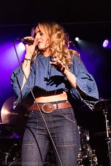 Katy Hurt-1883 (redrospective) Tags: 20171006 katyhurt london theborderline artists blond blondhair blonde blondehair blue color colour concert denim gig hair human jeans live microphone music musician musicians people performer performers person singer singing woman