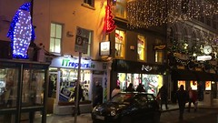 Sráid Oilibhéar Pluincéid, Corcaigh (Rhisiart Hincks) Tags: nedeleg èirinn éire iwerddon iwerzhon ireland irlanda argiak christmas lights shops night street bhideo video sràid oidhche stalioù straed gouleier noz cork corc nos siopau stryd goleuadau nadolig siopaí oiche corcaigh sráid solais nollaig ирландия iwerdhon irsko ιρλανδία īrija 爱尔兰 írország airija 愛爾