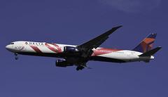 N845MHBCRF (MAB757200) Tags: deltaairlines b767423er n845mh brestcancerresearchfoundation bcrf aircraft airplane airlines jetliner jfk kjfk boeing runway31r