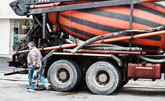 Betoniera (sladkij11) Tags: streetphotography summilux50mmf14 edilizia camion operaio lavoro