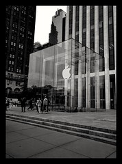 Apple store 5th avenue NYC (Leguman vs the Blender) Tags: nyc midtown manhattan newyork apple usa