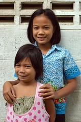 pretty sisters (the foreign photographer - ฝรั่งถ่) Tags: dec192015nikon two girls children pretty sisters khlong bang bua portraits bangkhen bangkok thailand nikon d3200