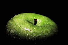 Green apple (Domikawa4) Tags: fruit vert pomme apple green 1200d sigma 18300mm canon verte gouttes drops
