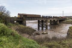 Blending in with the Surroundings (powern56) Tags: seamillscreek seamills bristol riveravon class66 66024 66152 dbcargo rhtt railheadtreatmenttrain 3s59 railway railwaybridge