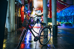台北信義 (カク チエンホン) Tags: voigtlander sony street night light taipei taiwan bike