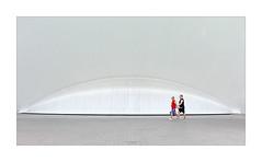 Tourists (Vicent Granell) Tags: granellretratscanon valència cac mirada visió composició personal urbanes estreet carrer gente humans co