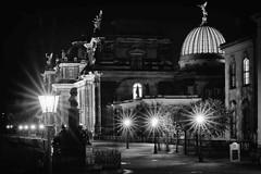 (Px4u by Team Cu29) Tags: dresden brühlscheterrasse nacht licht beleuchtung strasenlaterne kunstakademie hochschulefürbildendekünste zitronenpresse fama baum büste palais langzeitbelichtung