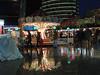 Wilkommen in Berlin (Shahrazad26) Tags: berlijn berlin germany deutschland duitsland allemagne kerstmarkt weihnachtsmarkt christmasfair regen rain plui badweather slechtweer nachtopname nightshot reflectie reflection weerspiegeling