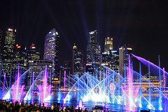 Singapur lights (vic_206) Tags: night nocturna singapur skyline water agua luces lights