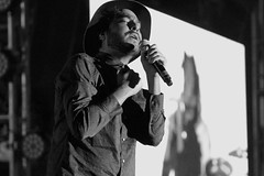 Rodrigo con feeling (Diego Flores Chávez) Tags: singer sing cantante cantar blancoynegro blackandwhite feeling pasion motel rock rockband mexicali méxico rockentuidioma