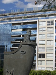Escultura (Teresita Acosta Martinez) Tags: puertomadero sculpture arquitectura edificio