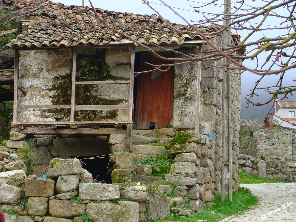 Águas Frias (Chaves) - ... uma casa que já foi nova ...