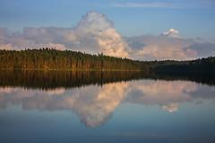 IMG_4346-1 (Andre56154) Tags: schweden sweden sverige see lake wasser water himmel sky wolke cloud spiegelung reflexion reflection landschaft landscape wald forest
