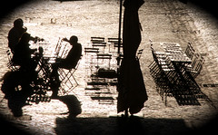 Roma - via del Portico d'Ottavia (Renato Morselli) Tags: roma lazio 2017 piazza costaguti ombre figure people strada sedie tavoli bar colazione insieme
