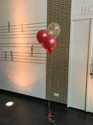 Tafeldecoratie 3ballonnen Gronddecoratie Confettiballonnen Sinterklaasfeest van der Valk Brasserie Burgerzaken Ridderkerk