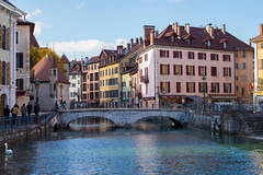 Annecy, France (romanboed) Tags: leica m 240 summilux 50 europe france annecy rhonealpes travel cityscape architecture old town bridge river canal street autumn
