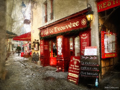 Cafe Le Trouvere - (Olde Citi) Carcassonne (Mike Cordey) Tags: carcassonne languedoc öldcity france meomiofeedback cafeletrouvere red medieval castle fort