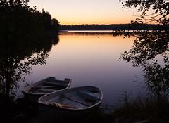 twilight zone (Antti Tassberg) Tags: laaksolahti vene espoo syksy landscape pitkäjärvi auringonlasku järvi aurinko autumn boat fall lake sun sundown sunset