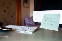 Not to quit. (AleColamonici) Tags: imac apple vademecum remember postit tired rest quit quote banksy