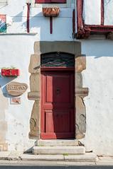 BASTIDE CLAIRENCE-107 (MMARCZYK) Tags: rouge pays basque france nouvelleaquitaine pyrénéesatlantiques bastideclairence 64 architecture vernaculaire colombage bastide navarre