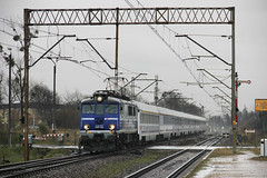 PKP IC EU07-334 , Poznań Wola train station 28.11.2017 (szogun000) Tags: poznań poland polska railroad railway rail pkp station poznańwola engine locomotive lokomotywa локомотив lokomotive locomotiva locomotora electric elektrowóz eu07 eu07334 pkpic pkpintercity train pociąg поезд treno tren trem passenger ic intercity 48113 barnim d29351 e59 wielkopolskie wielkopolska greaterpoland canon canoneos550d canonefs18135mmf3556is