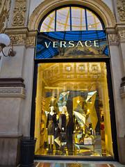 Shopping-Tour # 3 (schreibtnix on 'n off) Tags: reisen travelling italien italy mailand milan schaufenster shopwindow einkaufen shopping mode fashion einkaufsbummel shoppingtour olympuse5 schreibtnix