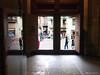 2450  De puertas afuera...... (Ricard Gabarrús) Tags: puertas ventanas sombra calle gente salida entrada portal ricardgabarrus olympus puerta ricgaba