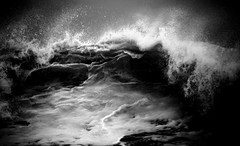 Prelude to a kiss... (Sabine-Barras) Tags: réunion monochrome blackandwhite bnw bw waves vagues sea mer océan ocean water eau waterscape wind vent dark
