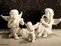 Himmlische Musik (magritknapp) Tags: porcellanengel glitzergummi porcelain angel glitter rubber ange en porcelaine paillettes caoutchouc brillant goma para ángel de porcelana brillante pasta brilhante e anjo gomma gommina angelo porcellana porseleinen engel