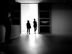 observed (René Mollet) Tags: observed man woman blackandwhite bw backlight street streetphotography shadow silhouette streetart streetphotographiebw museum groningen renémollet urban urbanstreet indoor