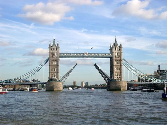 ロンドン市内観光+世界標準時の街グリニッジ・ライナー(ロンドン発のオプショナルツアー)