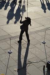 Trafalgar Sq. 1dec17 (richardbw9) Tags: london uk england westminster city street urban streetshot streetphoto entertainer crowd spectators balance balancingact dreads dreadlocks shadow shadowplay performance streetphotography nationalgallery limbo