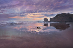 Sunset at Maori Bay (lfeng1014) Tags: clifftopgannetcolony sunset muriwai maoribay aucklandregion northisland tasmansea ocean sea beach blacksand reflection newzealand nz blacksandbeach travel canon5dmarkiii ef1635mmf28liiusm lifeng