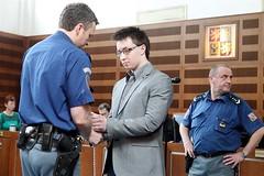 Lukáš Nečesaný 12 (Kluci v nesnázích) Tags: accused court handcuffs