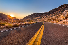 The Road to Sunrise (Tobias Neubert Photography) Tags: strase road sonnenaufgang sunrise sonne sun nevada usa valleyoffire valleyoffirestatepark landschaft landscape