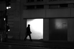 Between the lights (pascalcolin1) Tags: paris13 homme man nuit night lumière light feu trafficlight photoderue streetview urbanarte noiretblanc blackandwhite photopascalcolin 50mm canon50mm canon