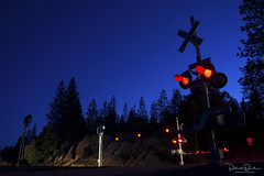 The moment has arrived (Patrick Dirden) Tags: twilight night photography crossinggate railroadcrossing crossingstandard light headlight railroadsignals signal blue red forest silhouette rail railroad up unionpacific unionpacificrailroad uprosevillesub colfax colfaxca longravine placercounty foothills sierrafoothills sierranevada sierra mountains northerncalifornia california