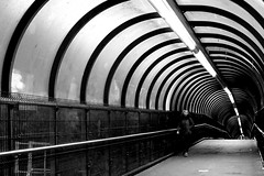 Tunnel Métro Beekkant / Beekkant Metro Station (Serge Dejonckheere) Tags: brussels bruxelles métro metro noiretblanc blackandwhite streetphotography rx100 candid tunnel photoderue street