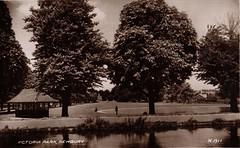 Victoria park, Newbury, Berkshire. (Mark B Gough) Tags: victoria park newbury berkshire kennet avon canal boating pond