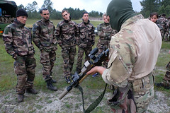 France - defense and army - Mountain soldiers (Fred Marie Photographer) Tags: armée chamonix guerre mountain alpes alps arme commando défense ecole ecolemilitaire emhm famas froid fusil gun militaire military montagne polaire snow soldat soldiers specialforces uniforme war weapon winter bordeaux nouvelleaquitaine france fra