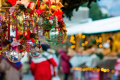(lorenzapanizza) Tags: christmas market trento background backgrounds baubles beautiful blur blurred bow bright celebration christmasornament closeup cultures decor decoration design festive gift gold golden holiday light lights love marketchristmas object ornaments ornate pattern red ribbon season shiny soft sparkle symbol tree vibrant winter year yellow