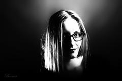 Emilie (boomer_phil) Tags: femme beautifulexpression flickrelite nikon d500 fille nb bw studio lunettes contrejour